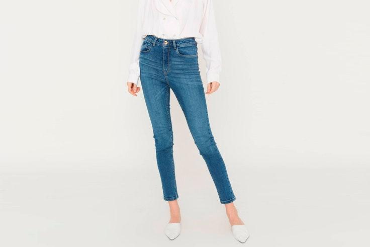 pantalon-vaquero-estrecho-ajustado-amichi