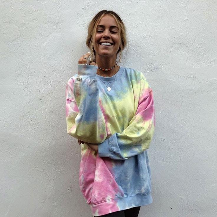sofia-ellar-estilo-sudadera-tie-dye