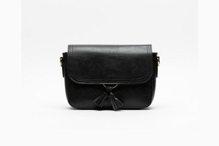 bolso-negro-bandolera-fleco-misako