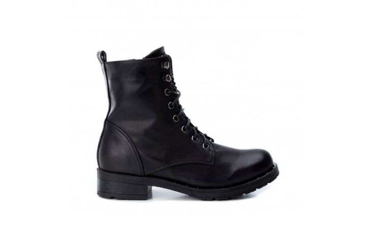 botines-negros-detalle-cordon-rks