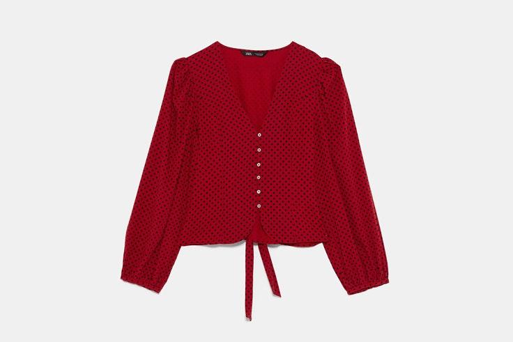 camisa-roja-estampado-lunares-negros-zara