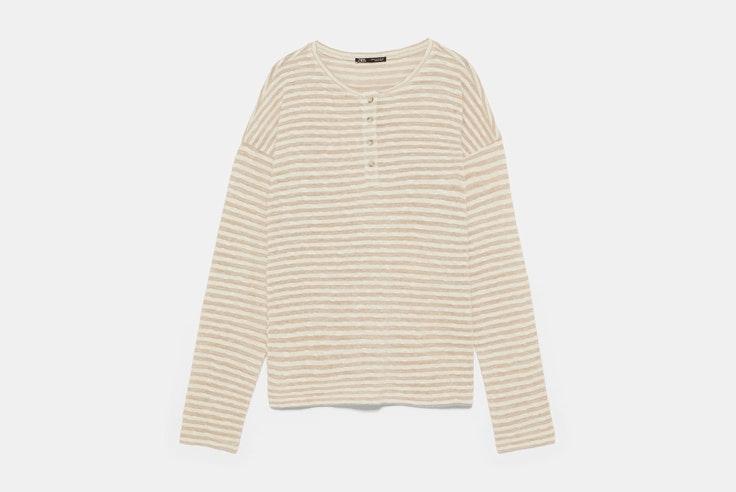 camiseta-de-rayas-beige-manga-larga-zara