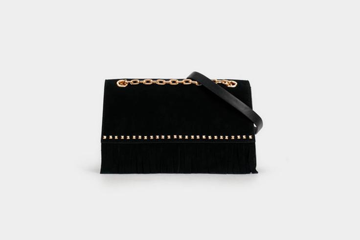bolso-bandolera-negro-ante-detalles-dorados-parfois