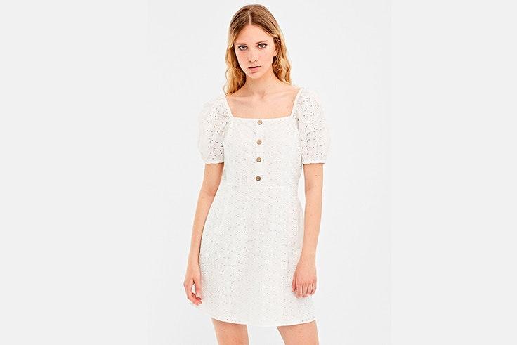 vestido-blanco-corto-troquelado-mangas-globo-springfield