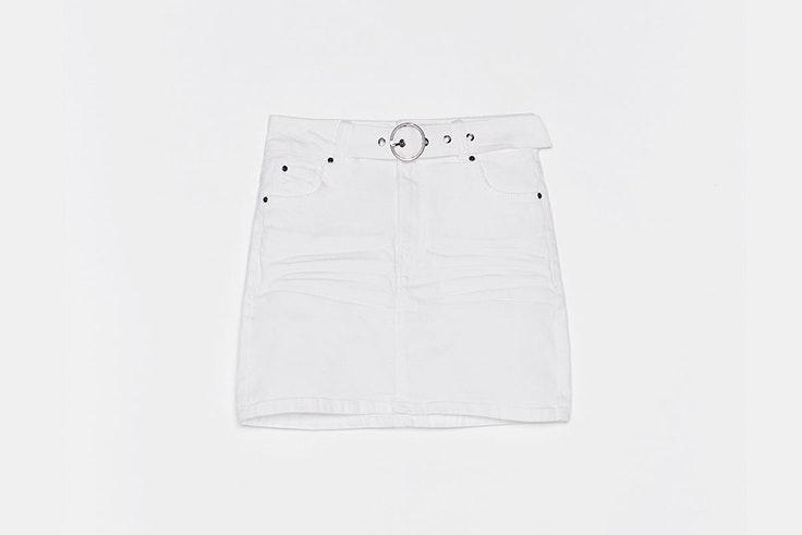 falda blanca detalle cinturón bershka