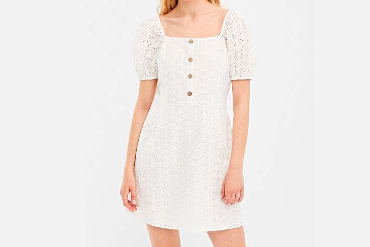 vestido-blanco-bordado-springfield