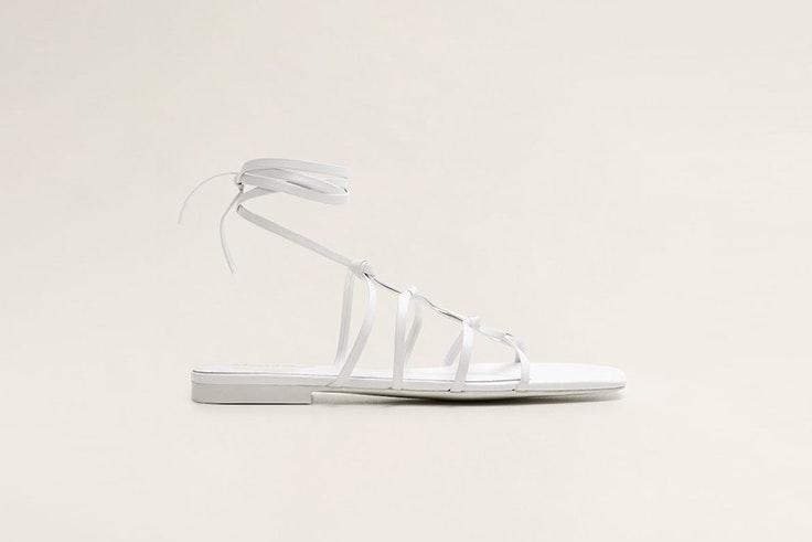 sandalia-plana-blanca-calzado-verano-mango