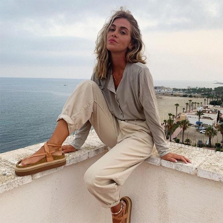 carlota weber pantalon beige estilo instagram mes de septiembre