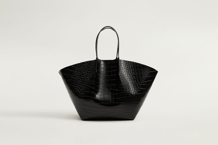 bolso shopper negro con textura de cocodrilo de mango