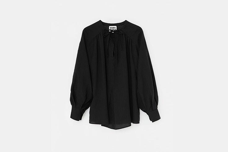 camisa negra mangas abullonadas bimba y lola Nuria Roca