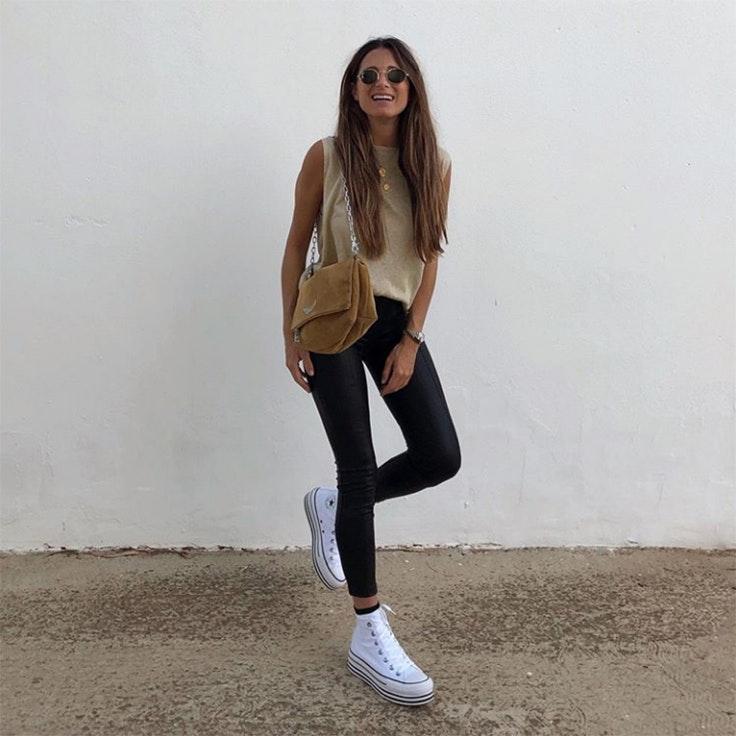 maria valdes estilo zapatillas plataforma blancas converse