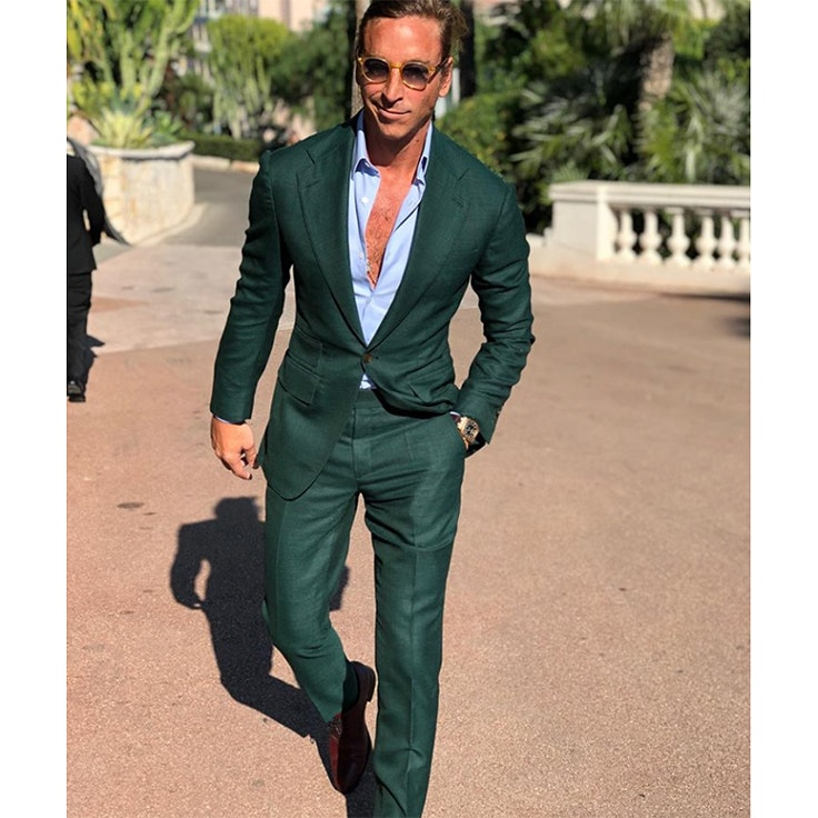 tomas laso traje verde botella foto instagram