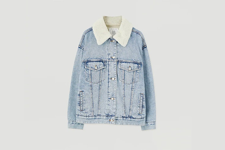 cazadora denim con cuello e borreguito de pull and bear prendas de borreguito