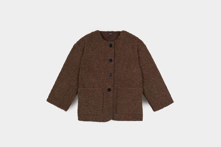 chaqueta efecto borrego marron de Parfois prendas de borreguito