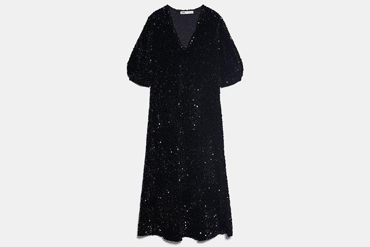 Vestido de lentejuelas y terciopelo en color negro con manga abullonada de Zara