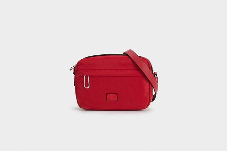 bolso bandolera rojo de nylon de parfois Silvia García