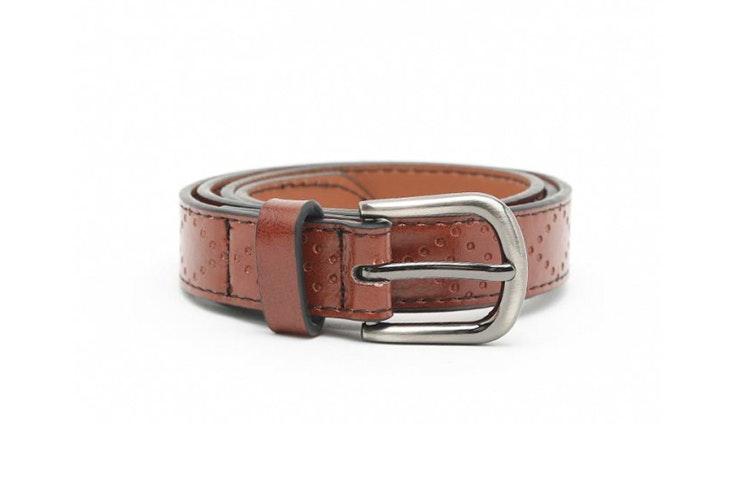 Cinturón marrón con detalles grabados de Misako