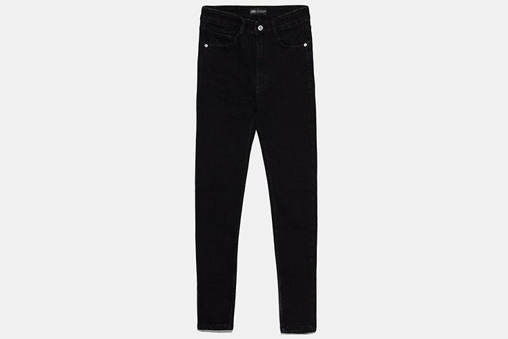 Pantalón negro pitillo de Zara