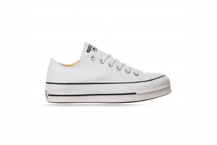 Zapatilla Converse blancas con plataforma. Disponibles en la zapatería RKS