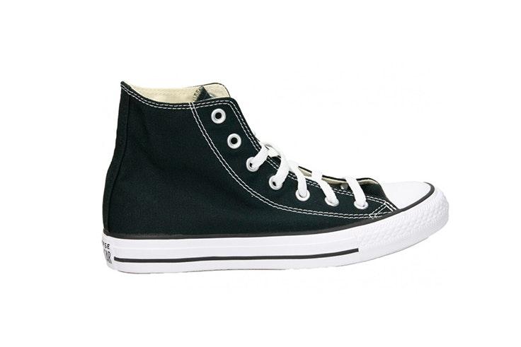 Zapatillas de lona en color negro de la zapatería Loogo