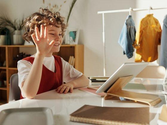 niños dispositivos electronicos