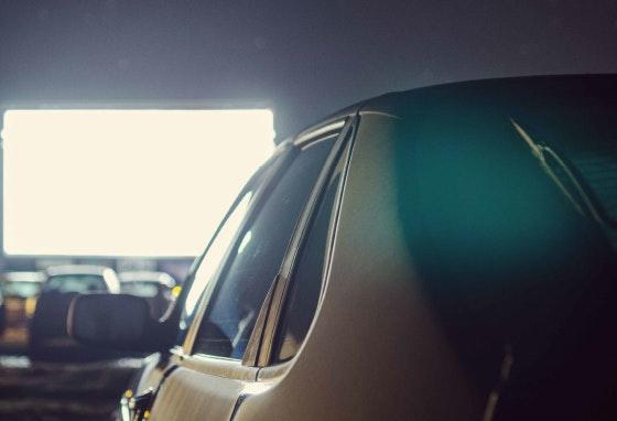 Drive cinema: filmes gratuitos ao ar livre para ver do carro