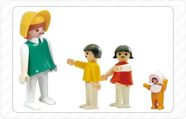 1976 - As primeiras figuras femininas juntam-se ao mundo da Playmobil.