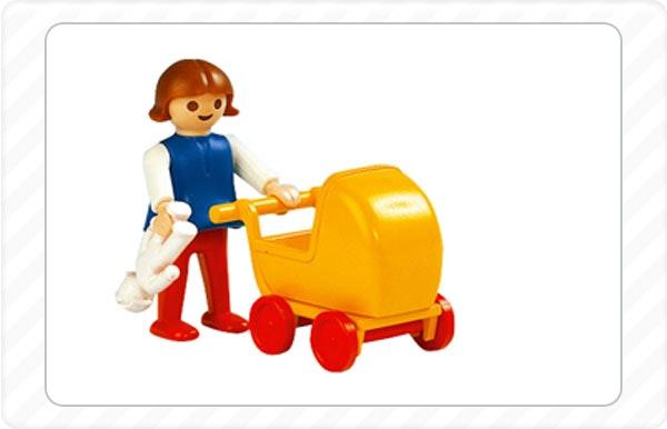1982  - Todas as figuras Playmobil passam a ter cor de pel e mãos que rodam.