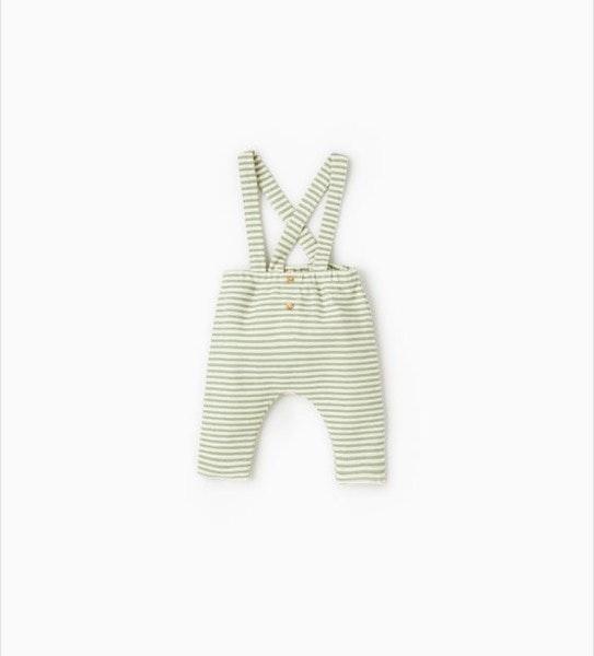 Calças suspensórios, 12,95€, na Zara Kids