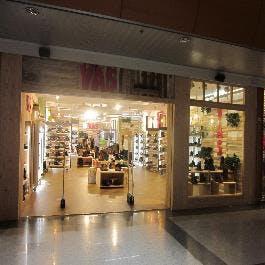 adidas tienda max center