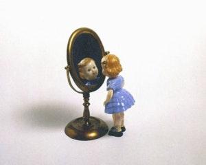 Humor inteligente en Artium: la primera retrospectiva en Europa de Liliana Porter