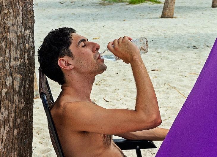 ¿Es bueno beber agua en ayunas?