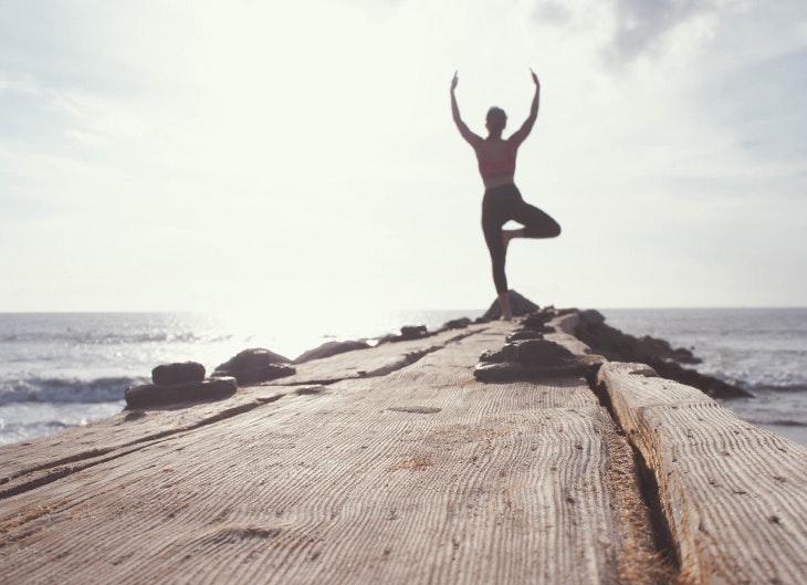 4 posturas yoga que fortalecen la espalda