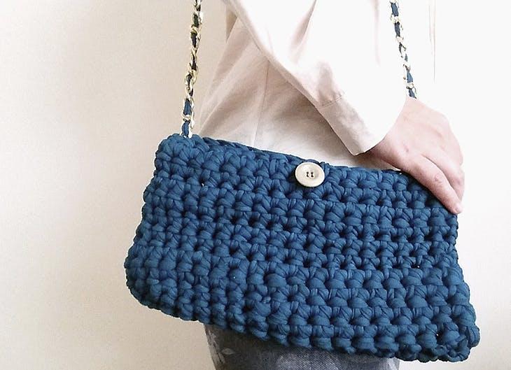 Pasos para hacer tus propios bolsos de trapillo de moda for Bolsos de crochet de trapillo