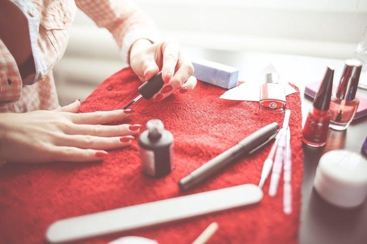 Cómo pintarse las uñas de forma profesional