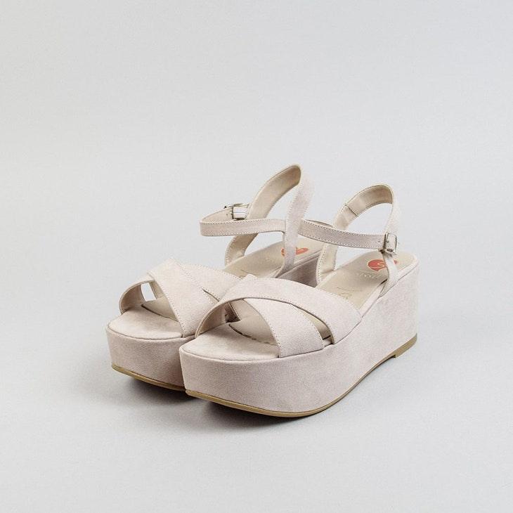Las sandalias de cuña que no pueden faltarte este verano