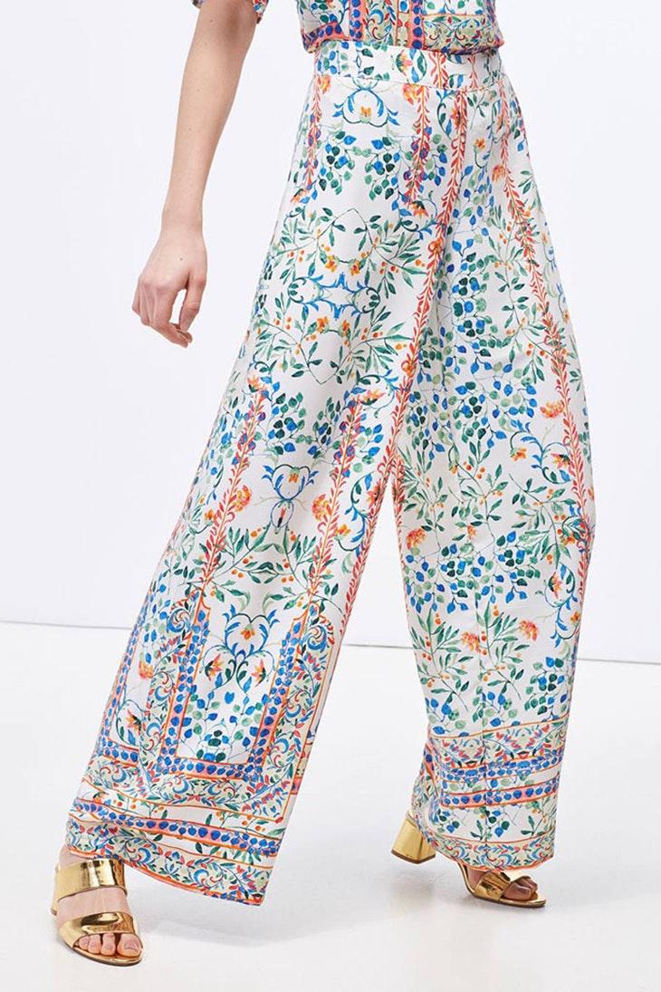 Pon unos pantalones palazzo en tus looks diarios