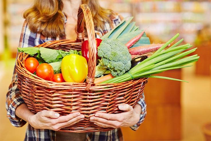 Lleva una buena alimentación para cuidar tu organismo.