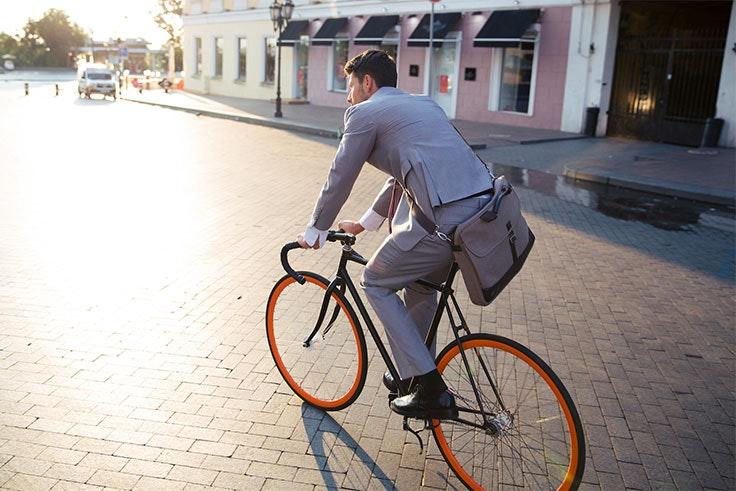 Ir al trabajo en bici es una manera de mantenerte en forma