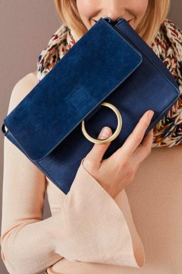 bolso azul con aro bandolera