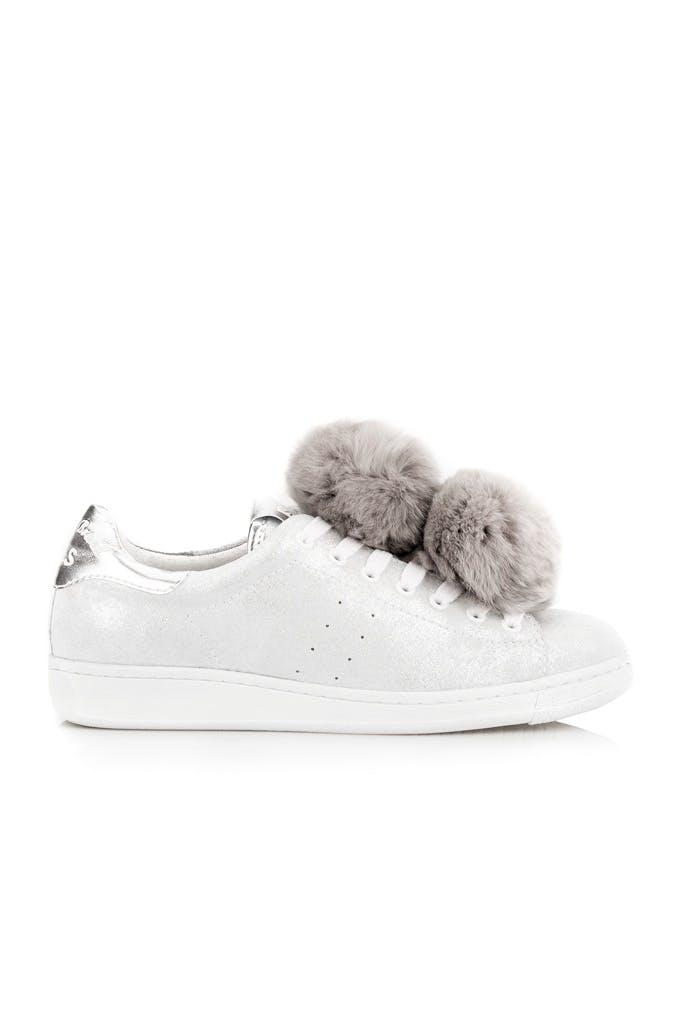 zapatillas ocn pompones blancas
