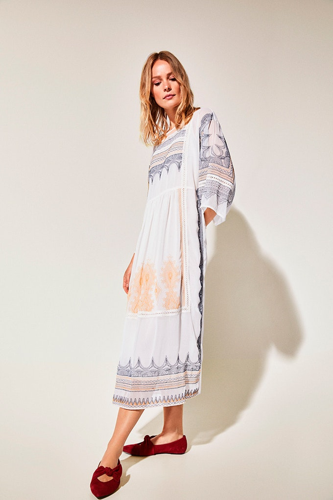 vestido blanco bordado cortefile