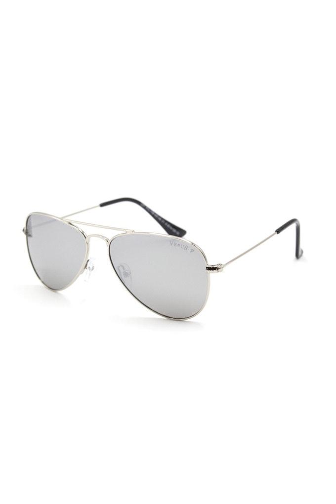 gafas grises aviador