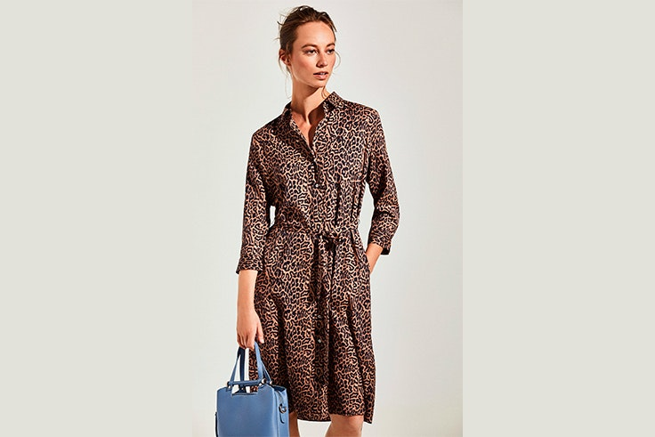 vestido-camisero-estampado-leopardo-cortefiel