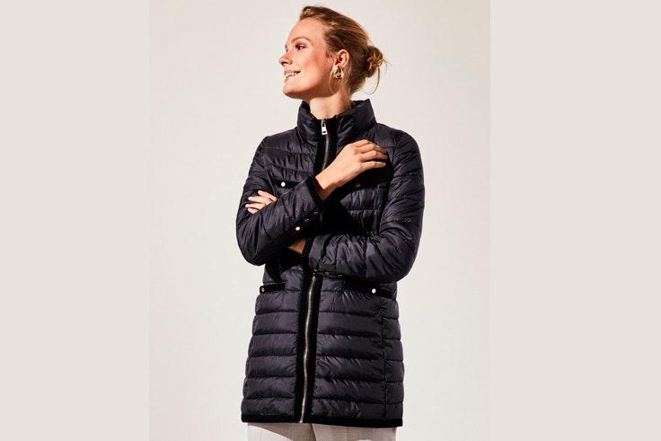 abrigos-invierno-acolchado-azul-marino-cortefiel