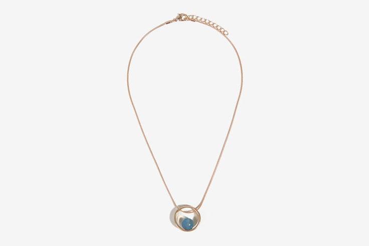 colgante-dorado-perla-azul-parfois
