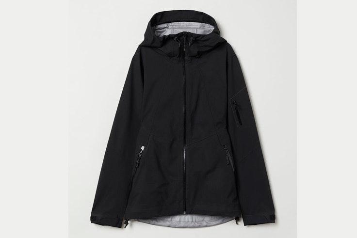 abrigo-negro-esquiar-hm