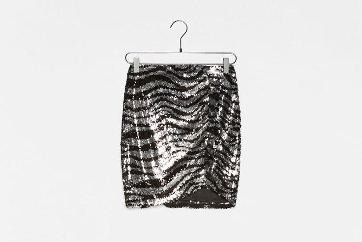 falda-de-lentejuelas-estampado-cebra-plata-negro-bershka
