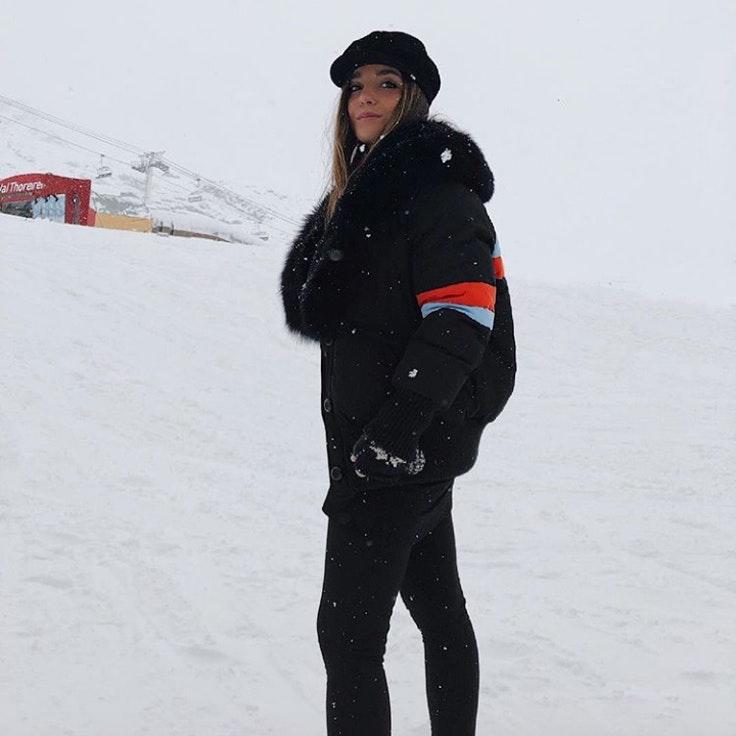 ines-arroyo-conjunto-esquiar-temporada-invierno