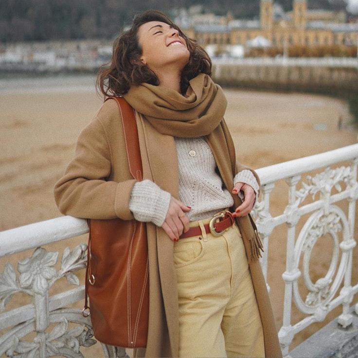 miren-alos-conjunto-invierno-bufanda-bolso-marron
